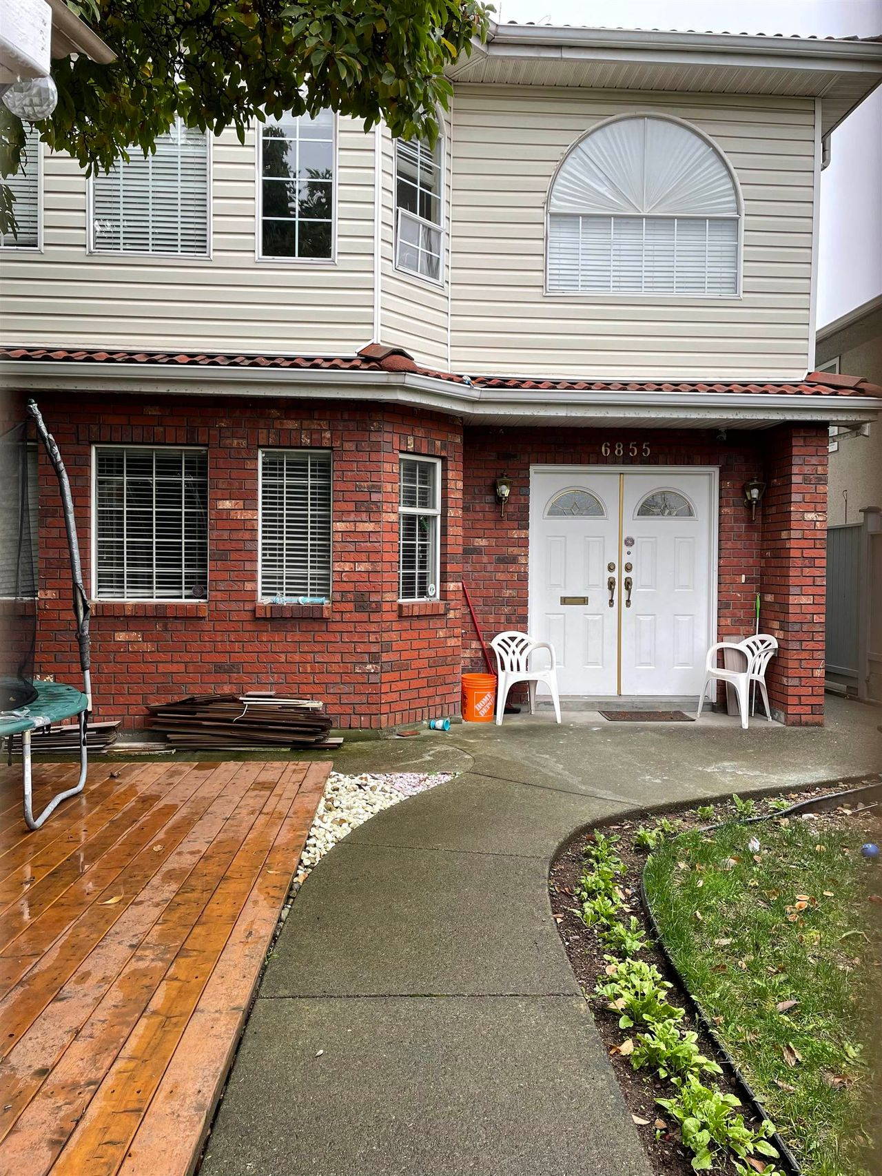 6855 Knight Street, South Vancouver, Vancouver East