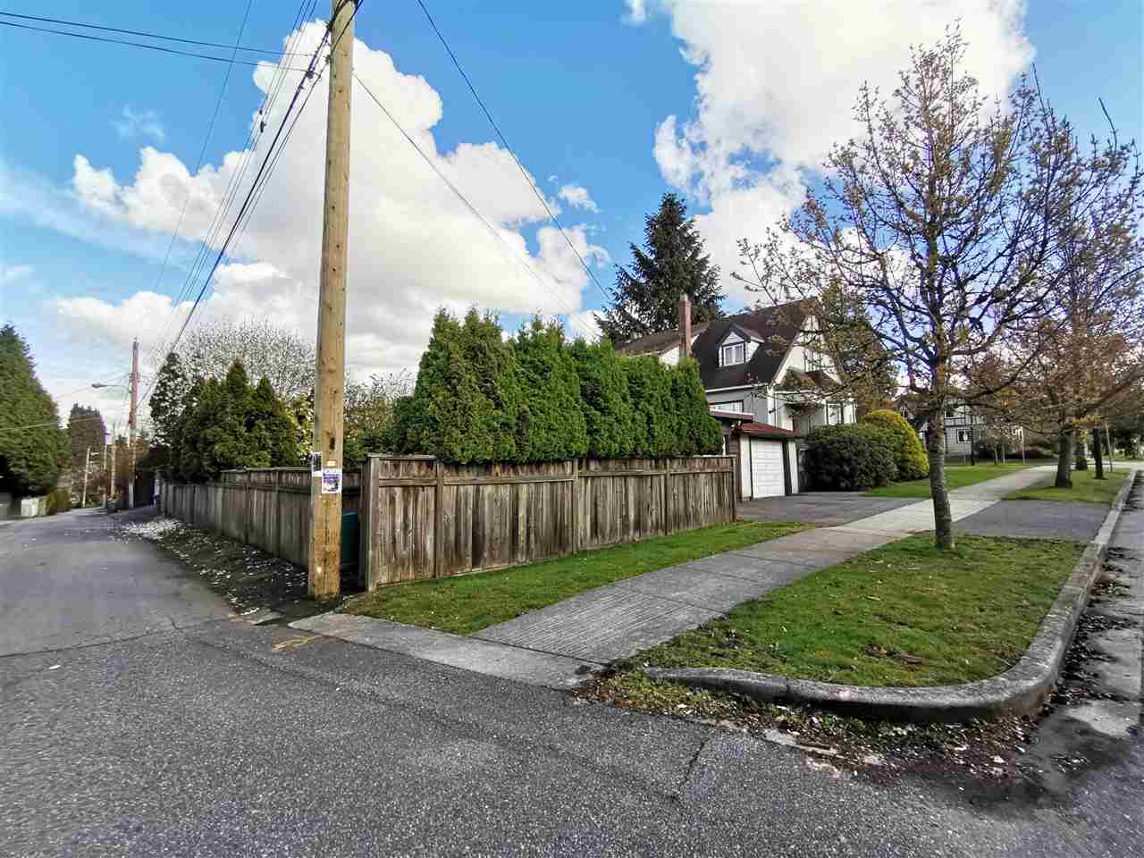 Photo 4 at 595 W 28th Avenue, Cambie, Vancouver West